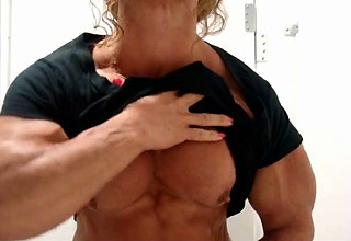 Muscle titties