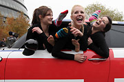 28 girls Fit Into a Mini Cooper