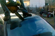 How to remove a car windshield
