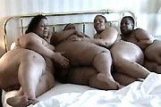 4 Fat Girls, 1 Bed