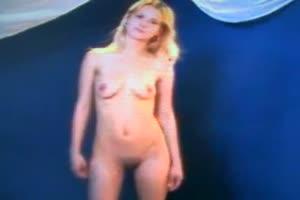 Blondie strips nude