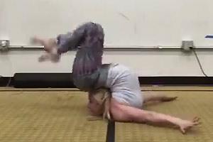 Extreme Flexy Hot Blonde
