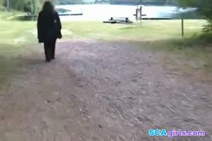BBW Head # 329 (svenskt par ute p en promenad i parken)
